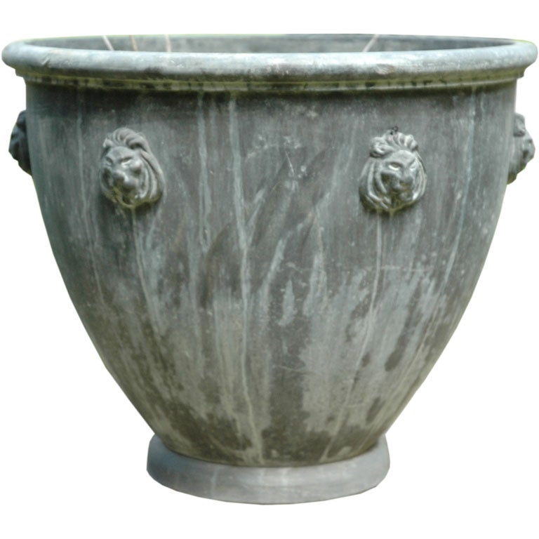 Lead urn at 1stdibs for Lead planters for sale