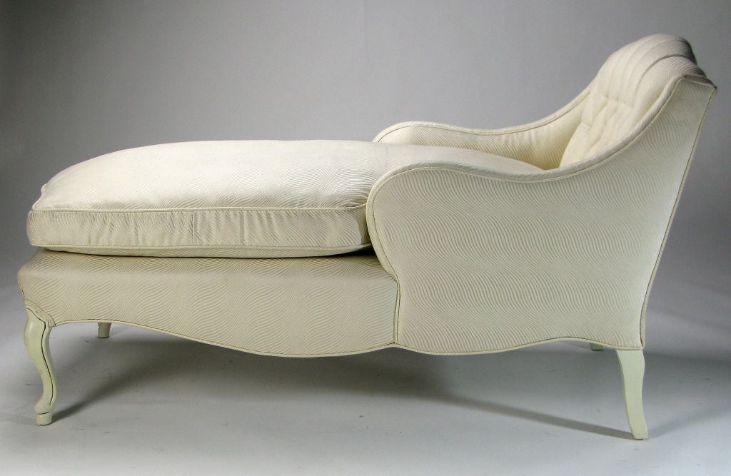 Elegant White Lacquered and Upholstered Chaise Lounge at 1stdibs