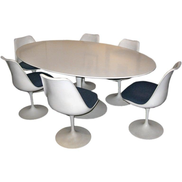 esstisch tulip lounge oval weiss die neueste innovation der innenarchitektur und m bel. Black Bedroom Furniture Sets. Home Design Ideas