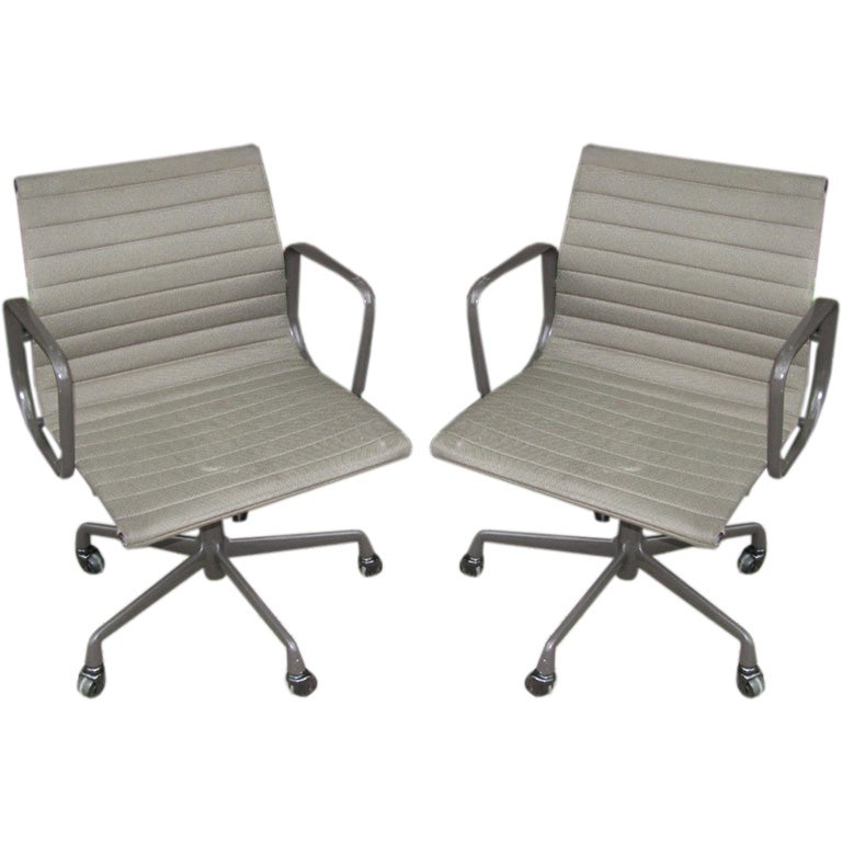 Eames office chair no arms - Eames Aluminum Group Chairs At 1stdibs