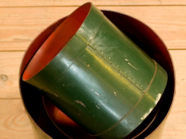 Set of Four Green and Red Vintage Belgian Measures, circa 1930 2
