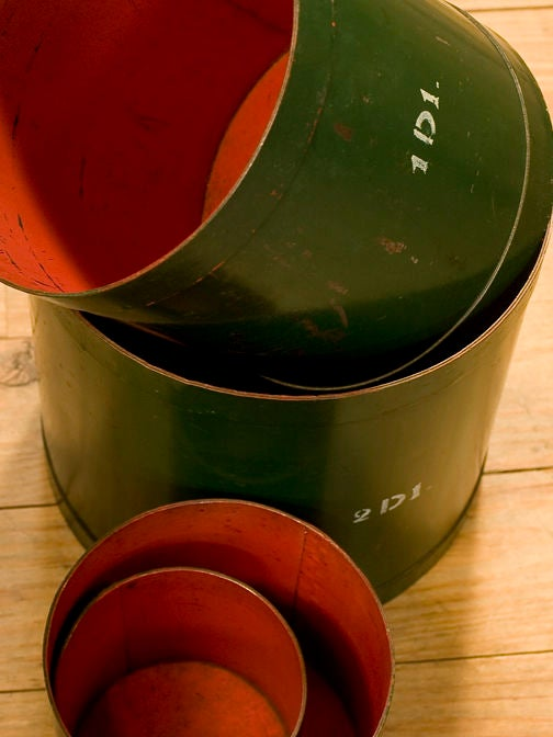 Set of Four Green and Red Vintage Belgian Measures, circa 1930 4