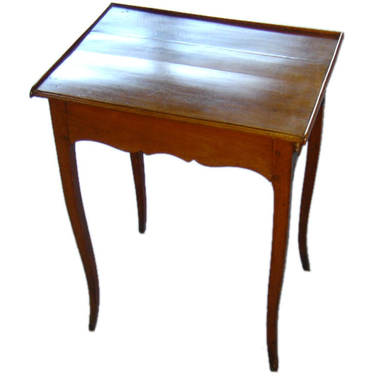 Petite writing table at 1stdibs for Petites tables pliantes