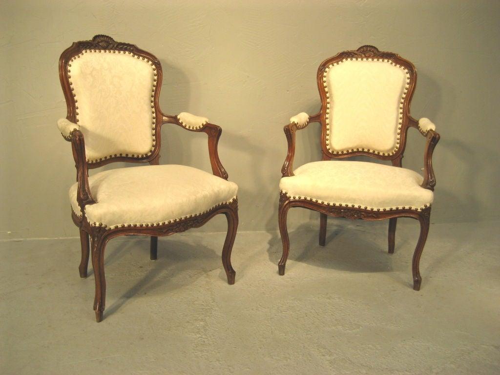 fauteuil louis xv moderne id es de design d 39 int rieur. Black Bedroom Furniture Sets. Home Design Ideas