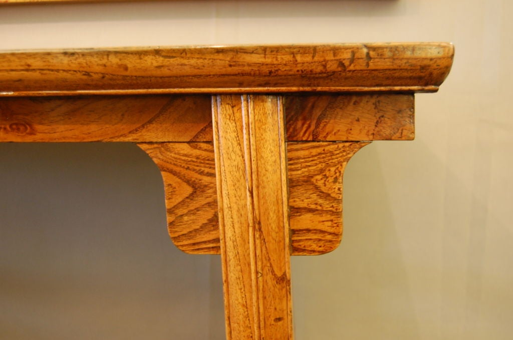 18th Century Chinese Elmwood Side Table with Elegant Lines In Good Condition For Sale In New York, NY