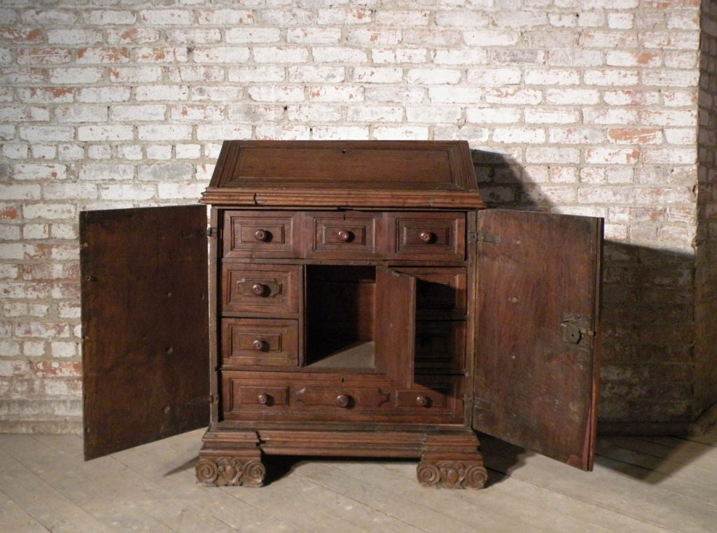 17th century Italian Baroque walnut Credenza or Desk In Good Condition For Sale In Troy, NY