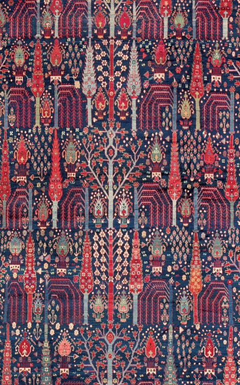 This large photo is only a detail of the carpet, which is complete with all of its borders.