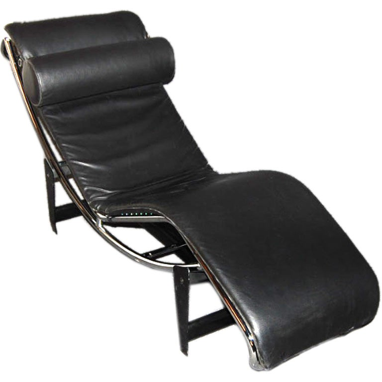 Le corbusier lc4 black leather chaise longue at 1stdibs for Black leather chaise longue
