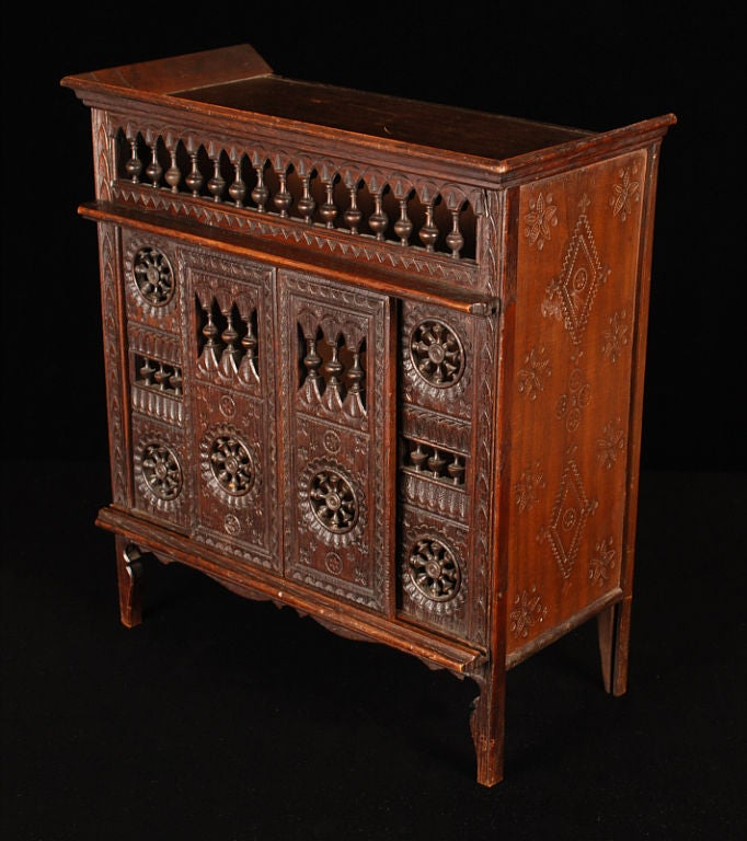 Miniature Antique French Brittany Closed Bed, Oak In Excellent Condition In Dallas, TX