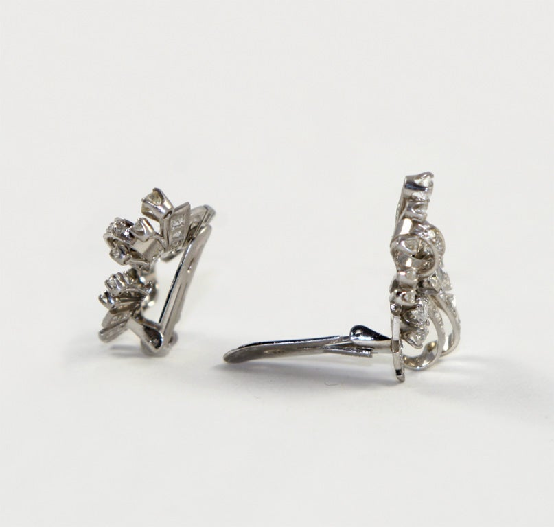 18kt White Gold & Diamond Earings. image 3