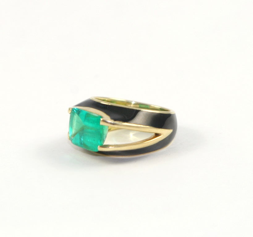 beautiful emerald ring set in black enamel and 18kt yellow