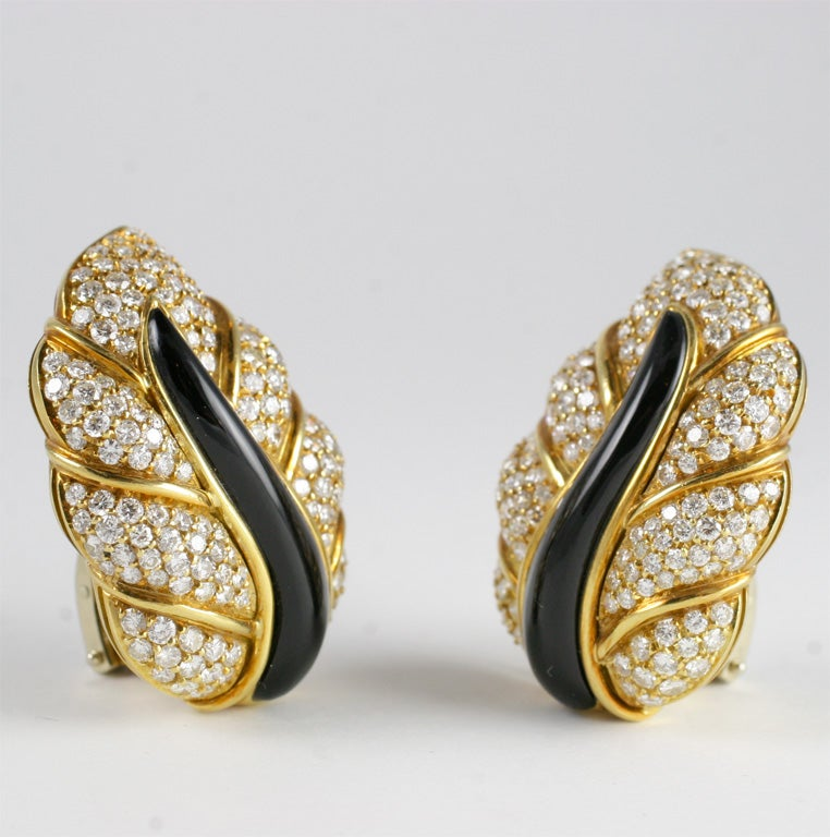 Women's 18kt Yellow Gold, Diamond & Onyx Clip-on Leaf Earrings For Sale