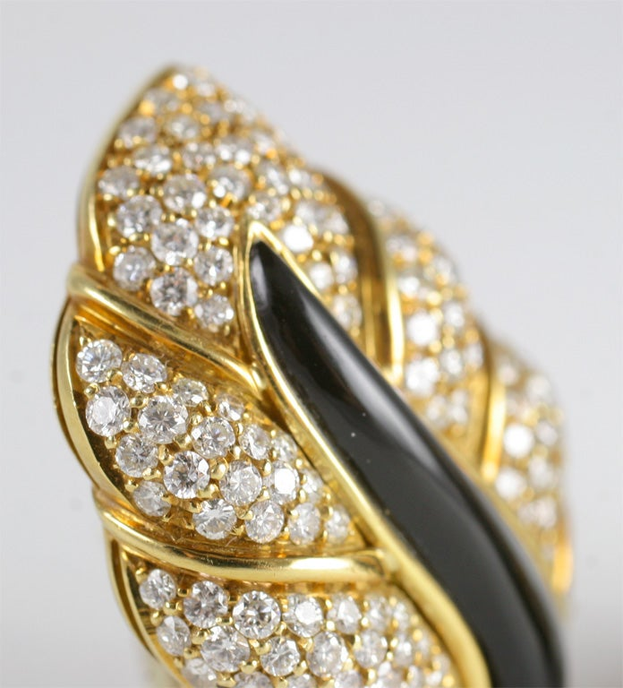 18kt Yellow Gold, Diamond & Onyx Clip-on Leaf Earrings For Sale 1