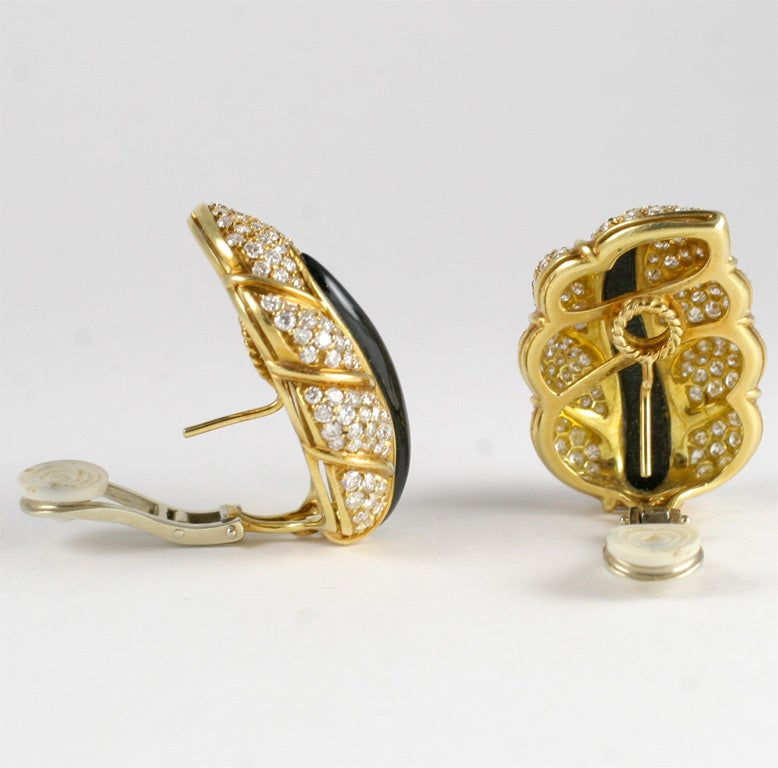 18kt Yellow Gold, Diamond & Onyx Clip-on Leaf Earrings For Sale 2