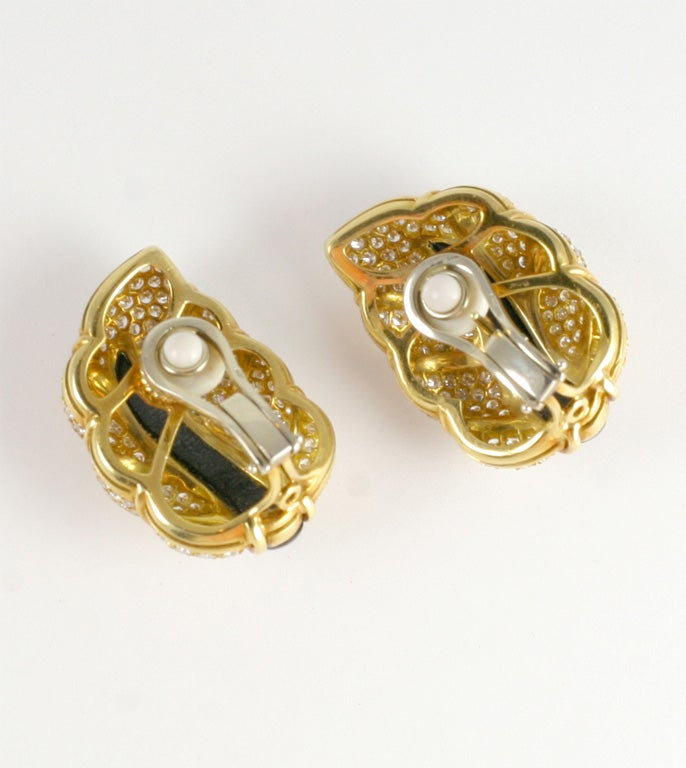 18kt Yellow Gold, Diamond & Onyx Clip-on Leaf Earrings For Sale 4