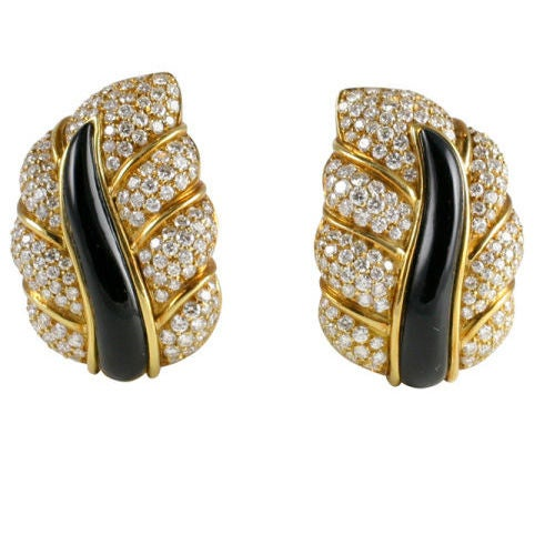 18kt Yellow Gold, Diamond & Onyx Clip-on Leaf Earrings For Sale