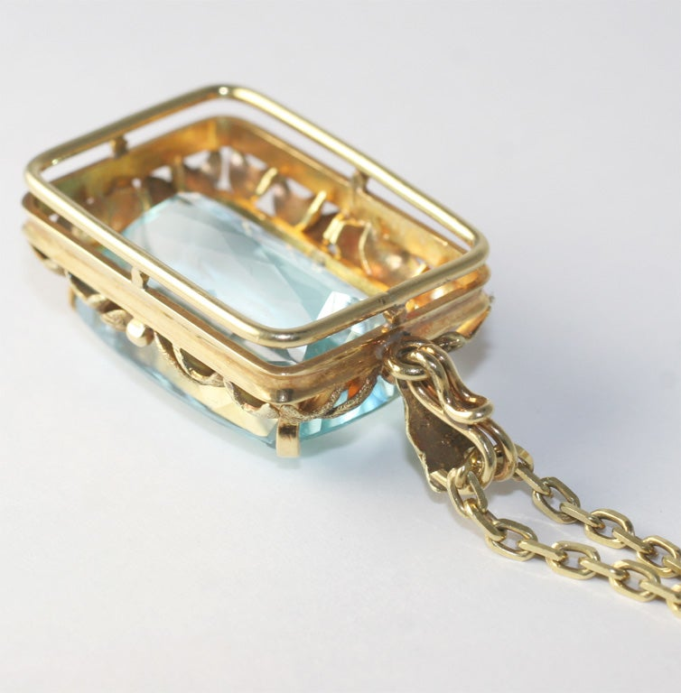 Magnificent Faceted Aquamarine Pendant & Cha in 18kt Yellow Gold 4