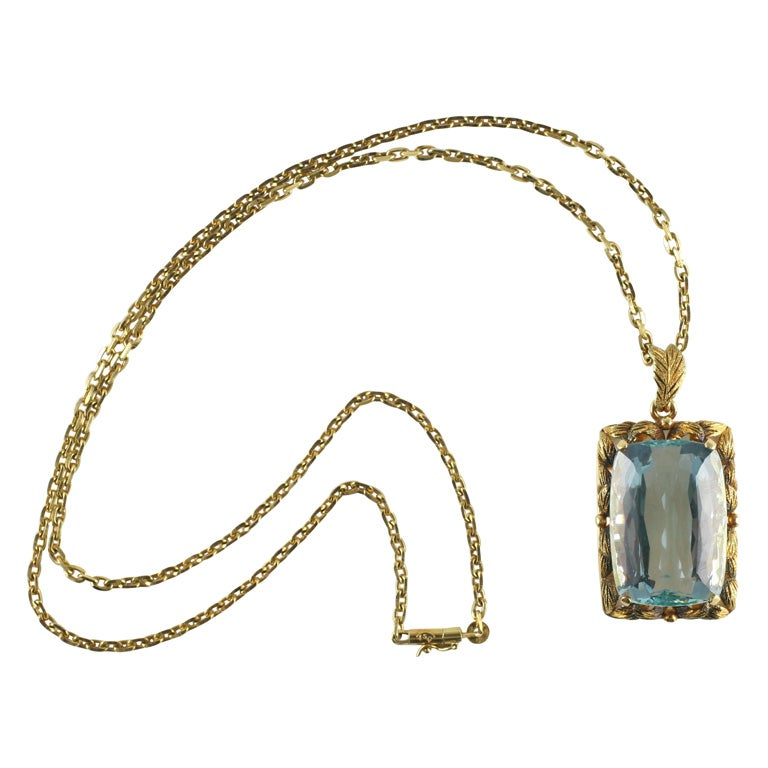 Magnificent Faceted Aquamarine Pendant & Cha in 18kt Yellow Gold 1