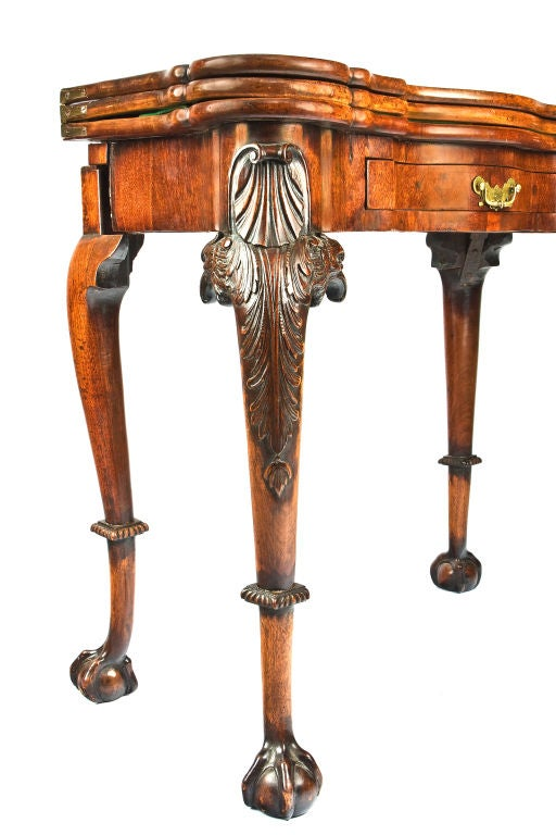 18th Century George II Irish Triple-Tier Mahogany Games and Tea Table In Excellent Condition For Sale In New York, NY