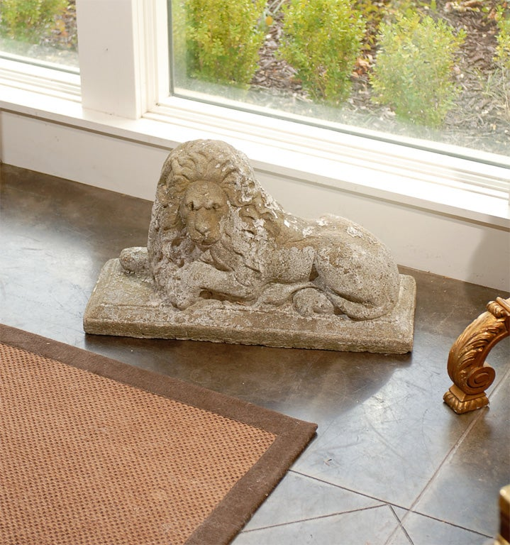 Pair of English Reclining Stone Lions on Bases from the Early 20th Century For Sale 4