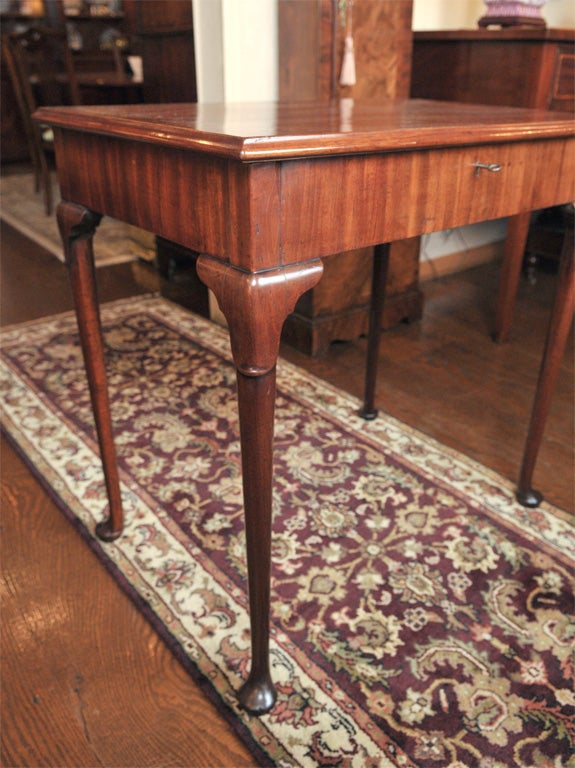 English Mahogany Dressing Table In Excellent Condition For Sale In Woodbury, CT