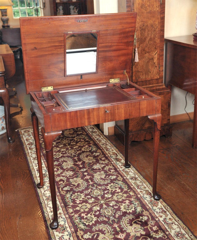 English Mahogany Dressing Table For Sale 1