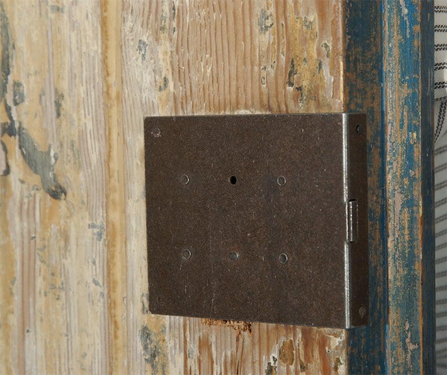 19th C. Swedish Gustavian cupboard For Sale 3