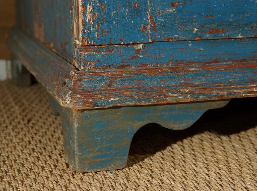 19th C. Swedish Gustavian cupboard For Sale 5