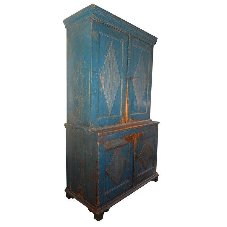 19th C. Swedish Gustavian cupboard For Sale
