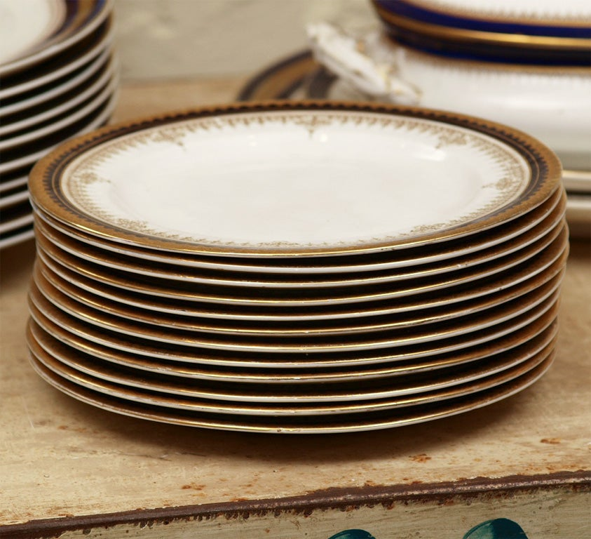 China Dinner Set In Excellent Condition For Sale In New Orleans, LA