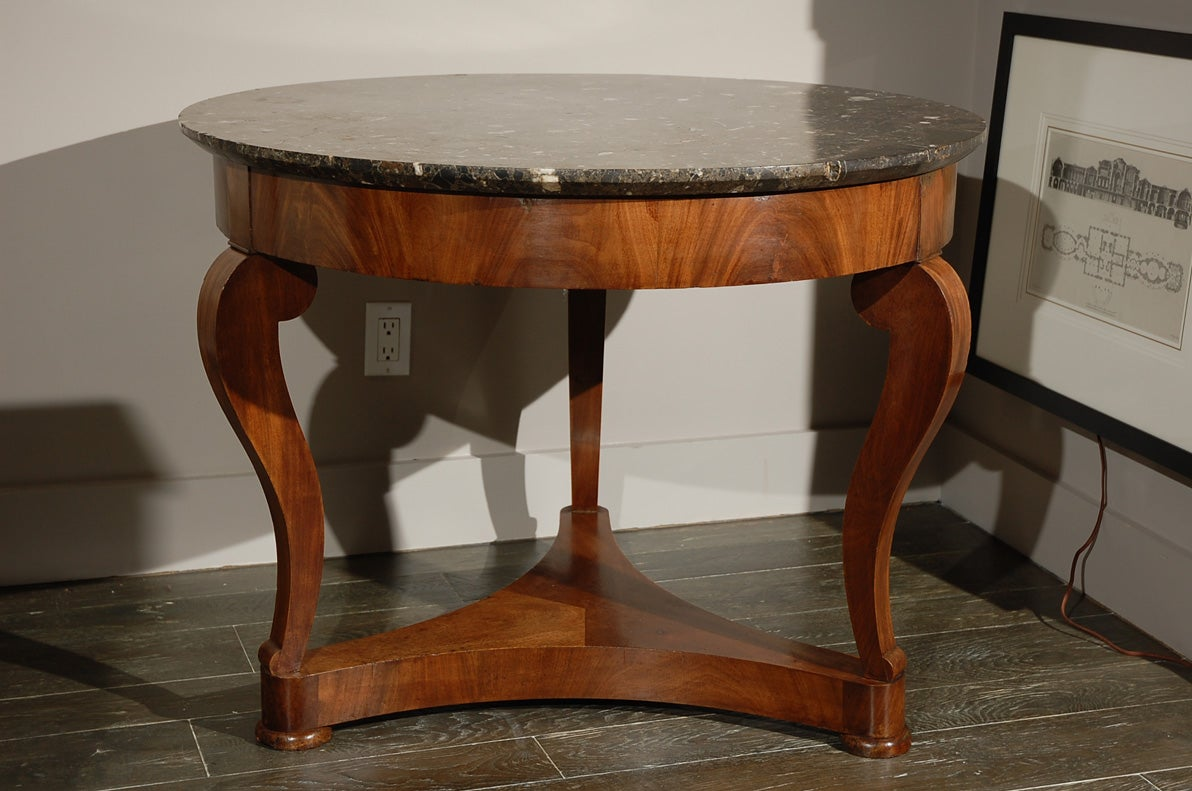 French gueridon table in mahogany with marble top circa for Table gueridon