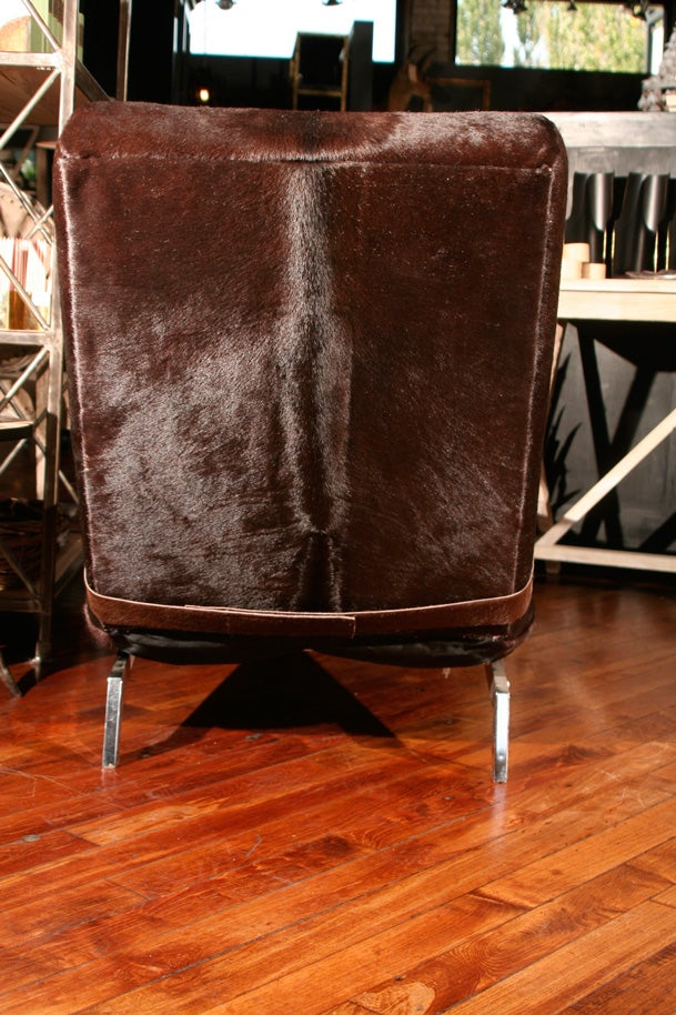 Vintage brown cowhide chaise at 1stdibs for Brown leather chaise longue
