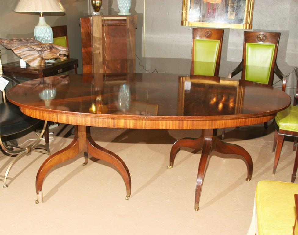Oval mahogany dining room table with leaves at 1stdibs for Dining table with two leaves