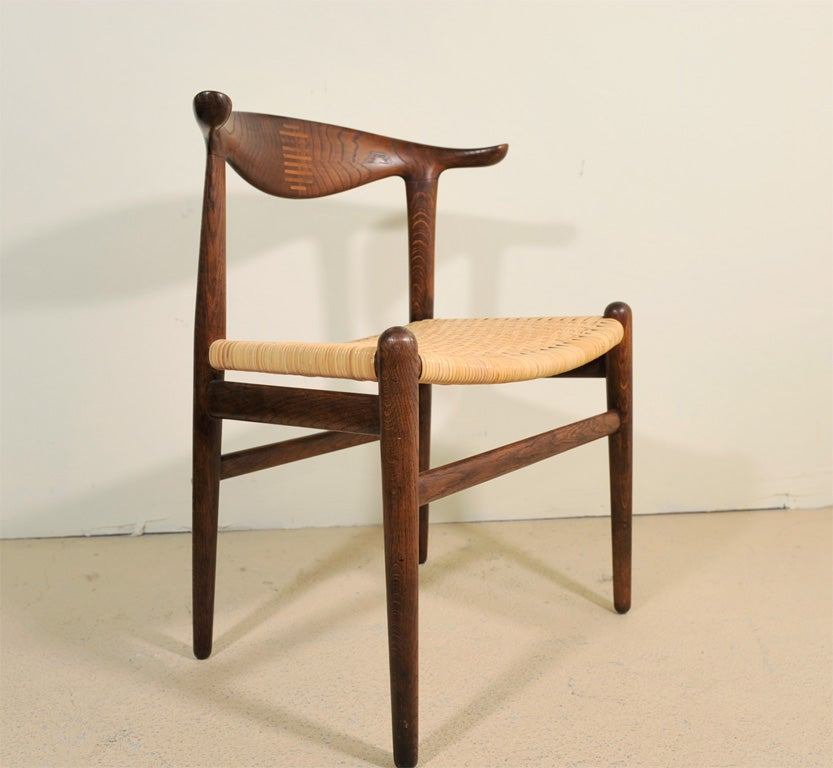 Cowhorn Chair       Hans Wegner In Excellent Condition For Sale In Lambertville, NJ
