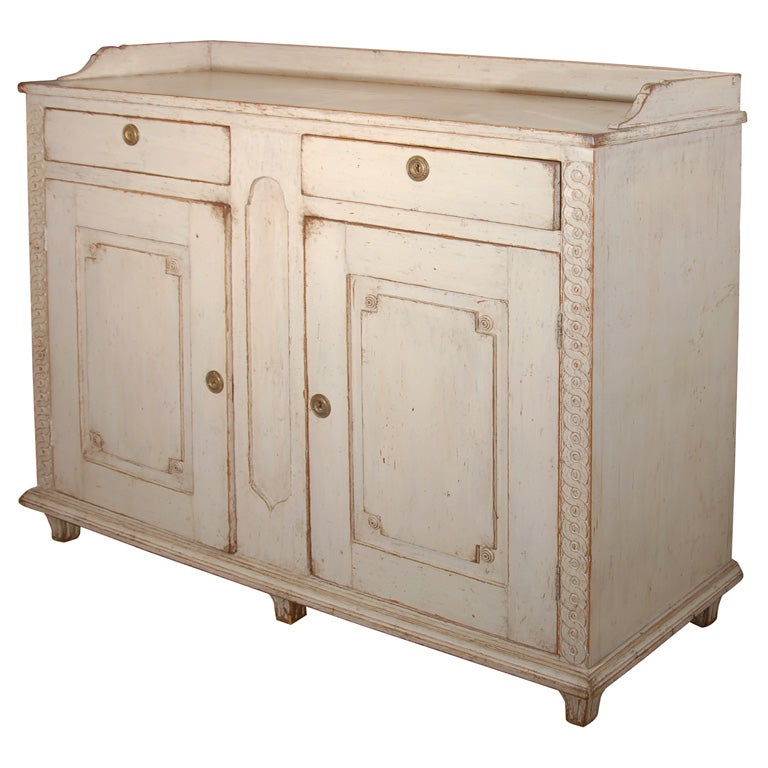 Carved wood buffet For Sale