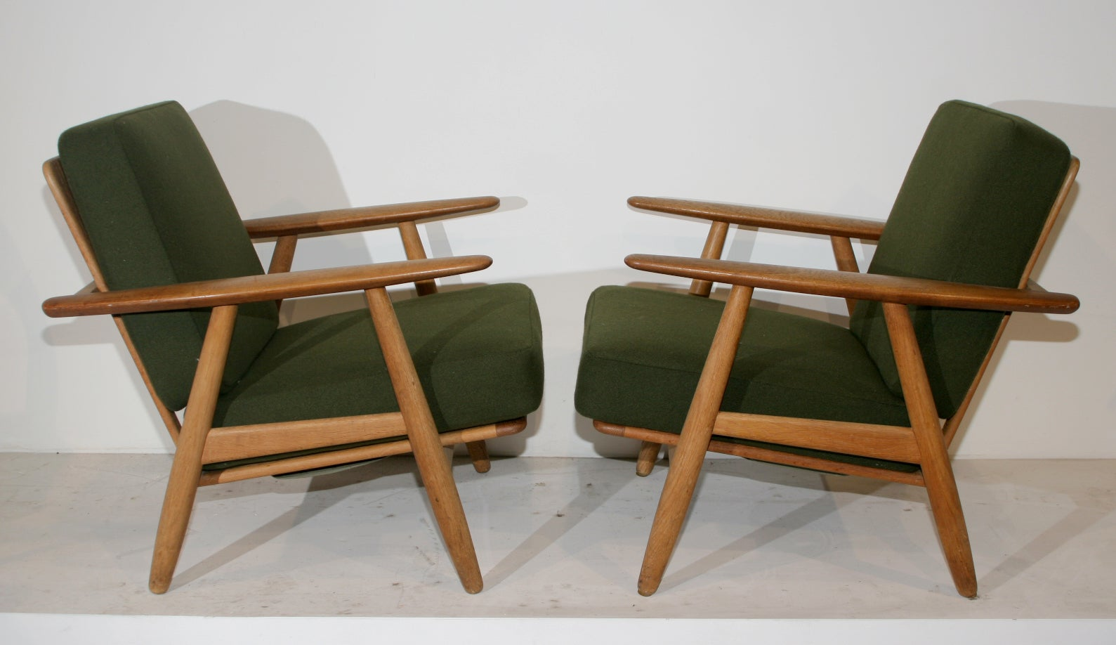 Pair of Cigar Arm Loungechairs by Hans Wegner at 1stdibs