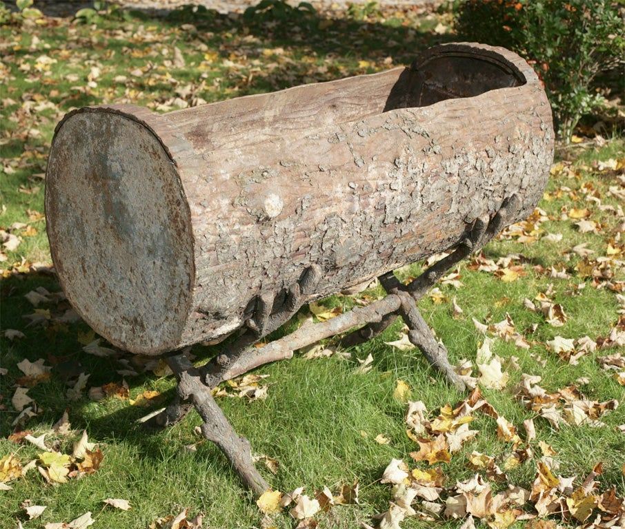 Period Coalbrookdale Cast Iron Log Planter In Excellent Condition For Sale In Woodbury, CT