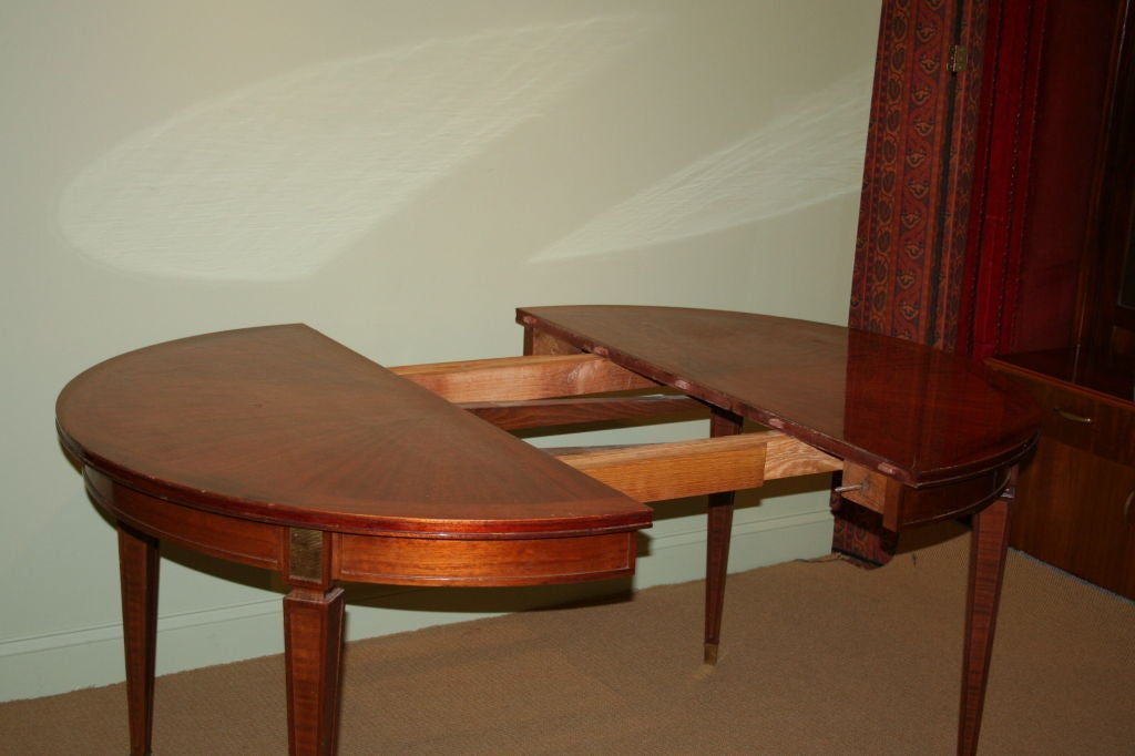 Elegant mahogany round dining table at 1stdibs for Fancy round dining table