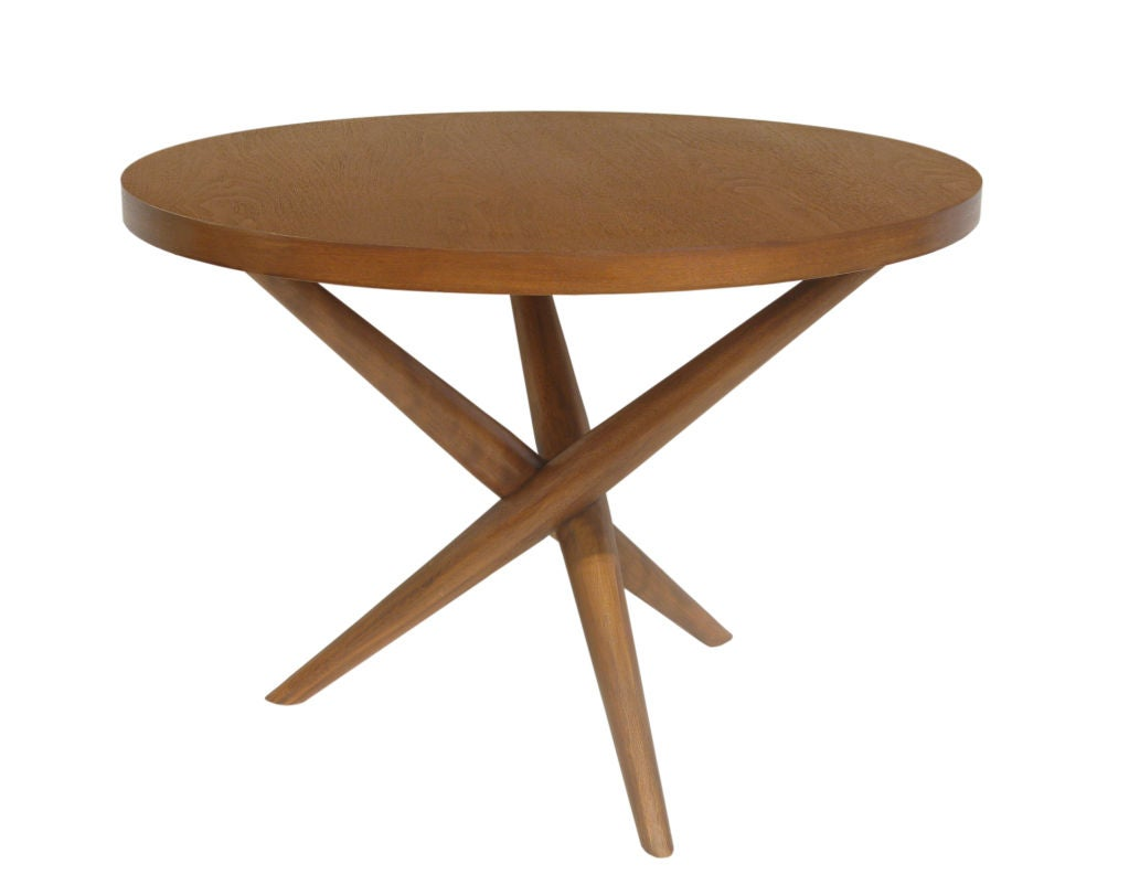 Round side table in walnut by t h robsjohn gibbings at for Table th collapse
