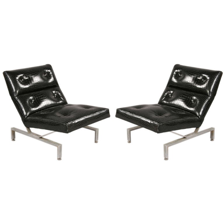 Pair of Italian Mid-Century Modern Cantilevered Lounge Chairs