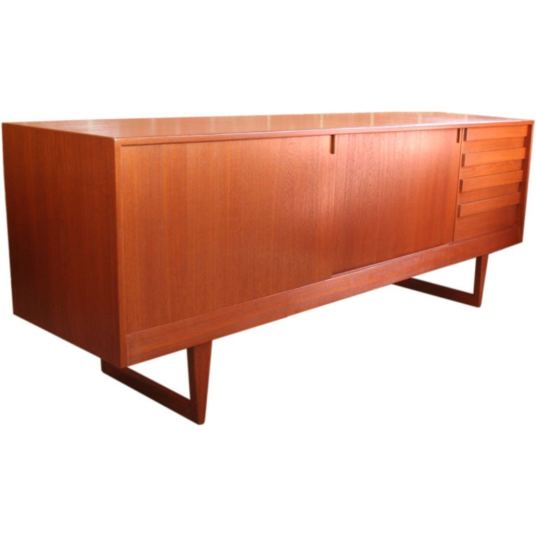 Scandinavian teak server sideboard at 1stdibs for Sideboard scandi