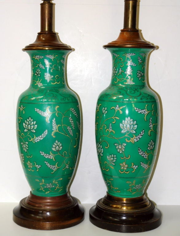 Pair of Green Porcelain Lamps In Good Condition For Sale In New York, NY