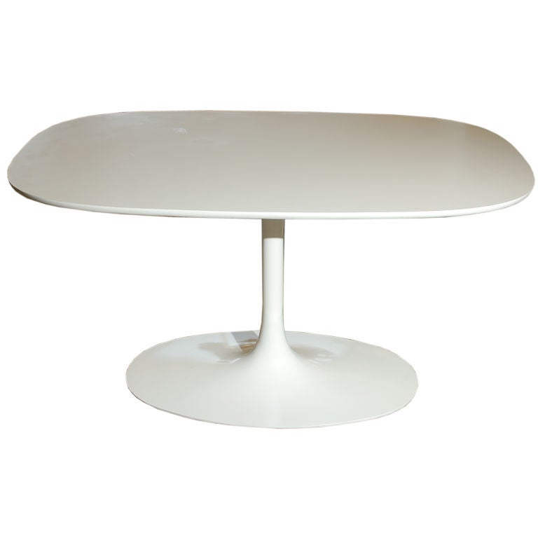 Saarinen Like White Oval Table With Tulip Base At 1stdibs