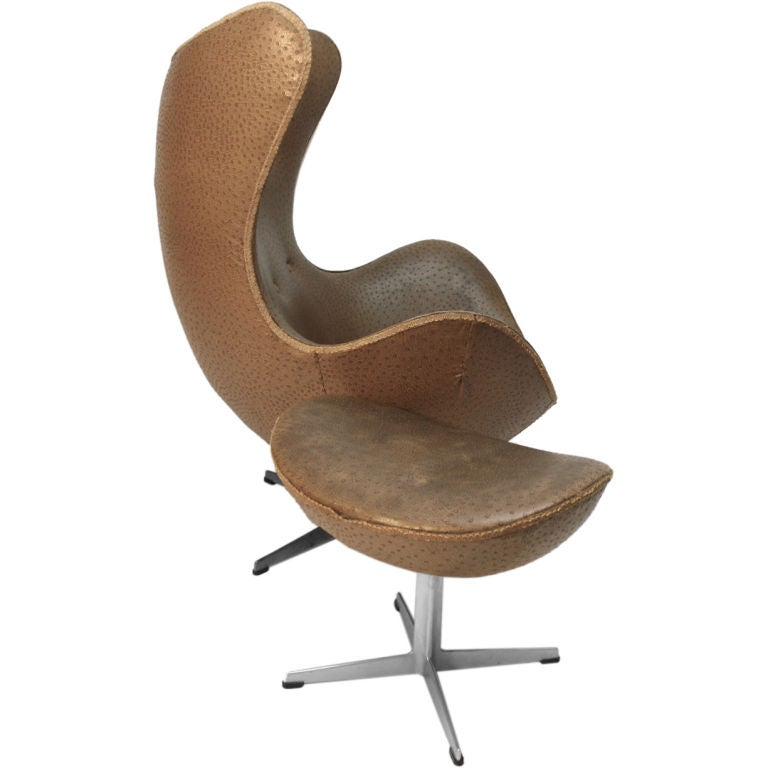 arne jacobsen fritz hansen egg chair and ottoman at 1stdibs. Black Bedroom Furniture Sets. Home Design Ideas