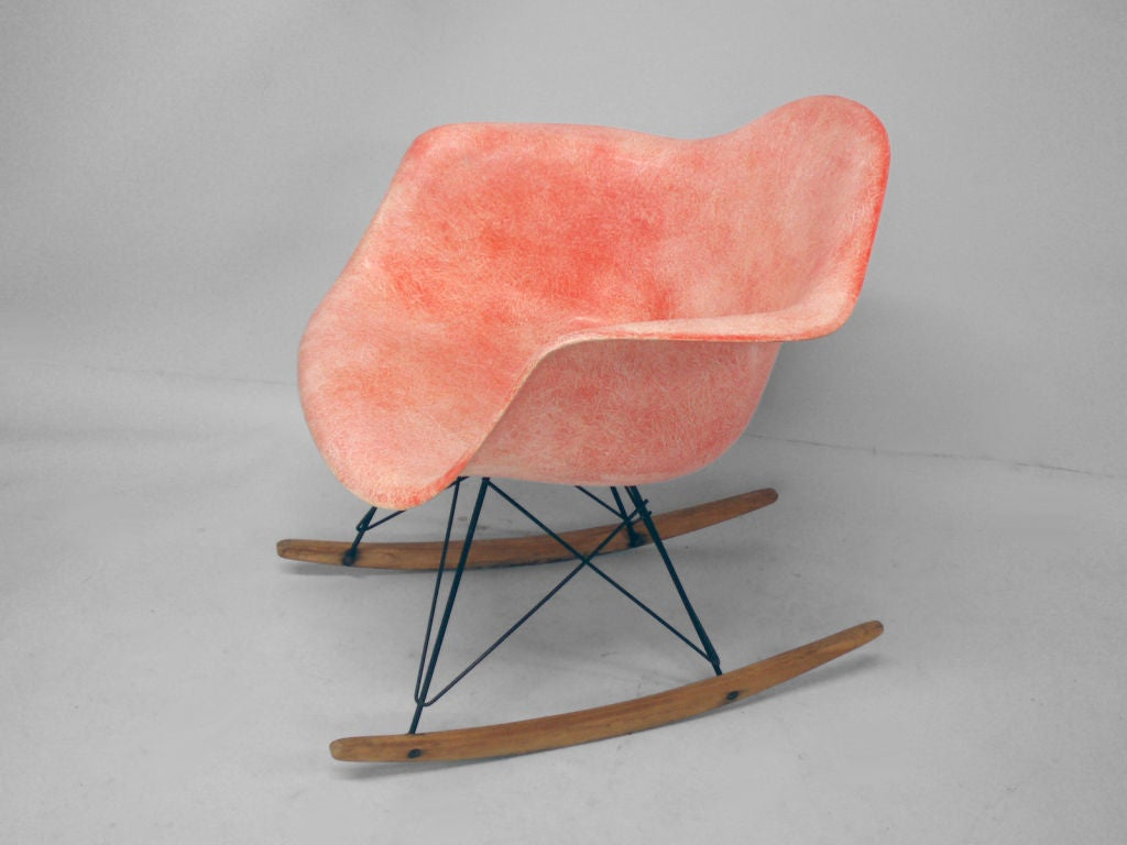 an early eames rope edge rocker by charles and ray eames at 1stdibs. Black Bedroom Furniture Sets. Home Design Ideas