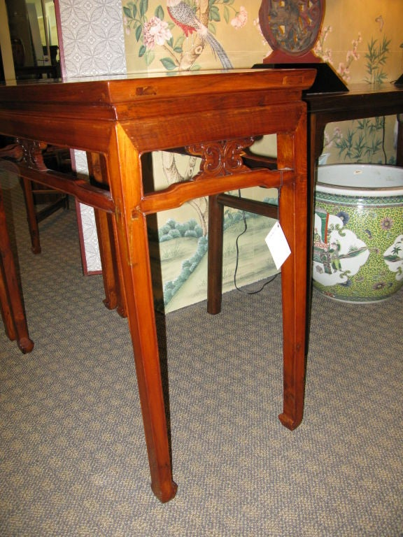 Pair of Chinese Early 19th Century Walnut Side Tables For Sale 1