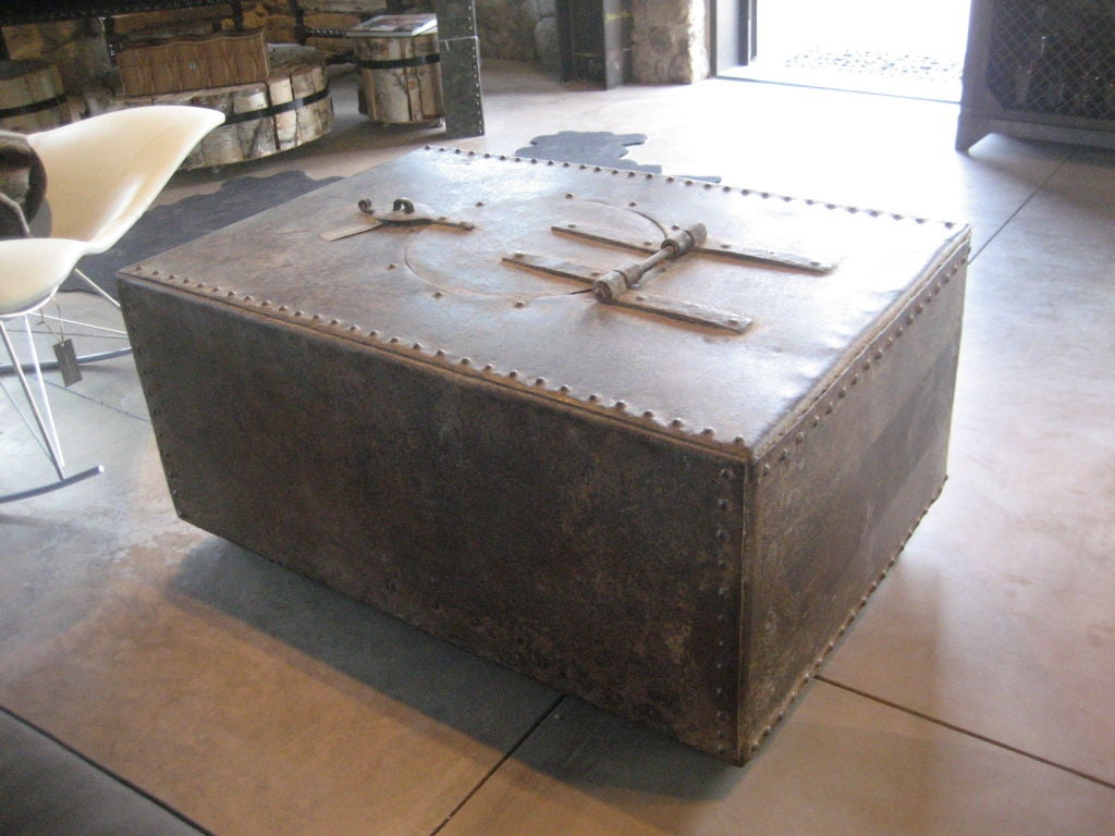 Vintage trunk coffee table at 1stdibs Old trunks as coffee tables