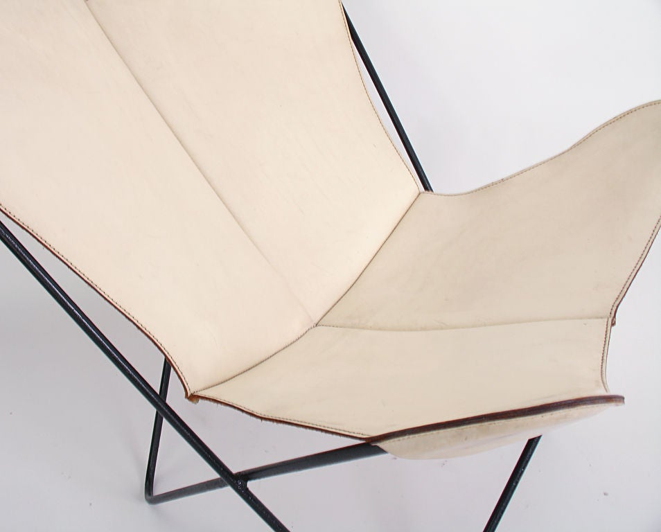 Sculptural Butterfly Chair in Original White Leather at 1stdibs – White Leather Butterfly Chair