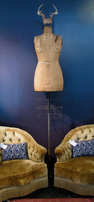 Full Figured Horned Linen Dress Form 1