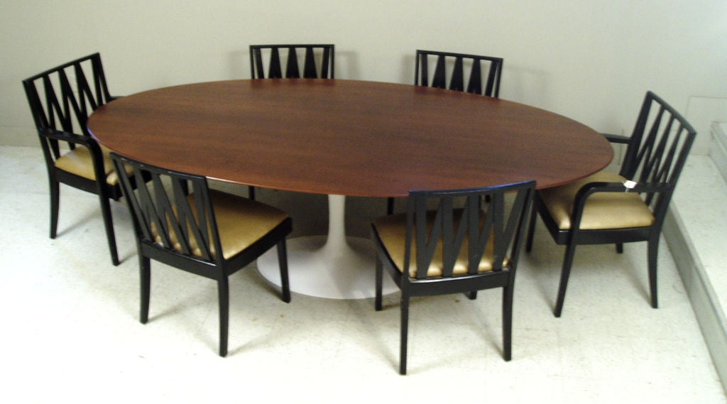 Large 96 oval knoll saarinen dining table at 1stdibs for Dining room tables 96